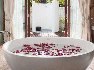Jumeirah-Vittaveli-Malediven-Top-Luxusreisen1-300x225